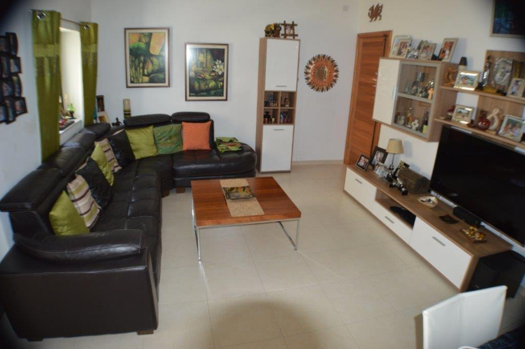 Birkirkara – Large squarish apartment