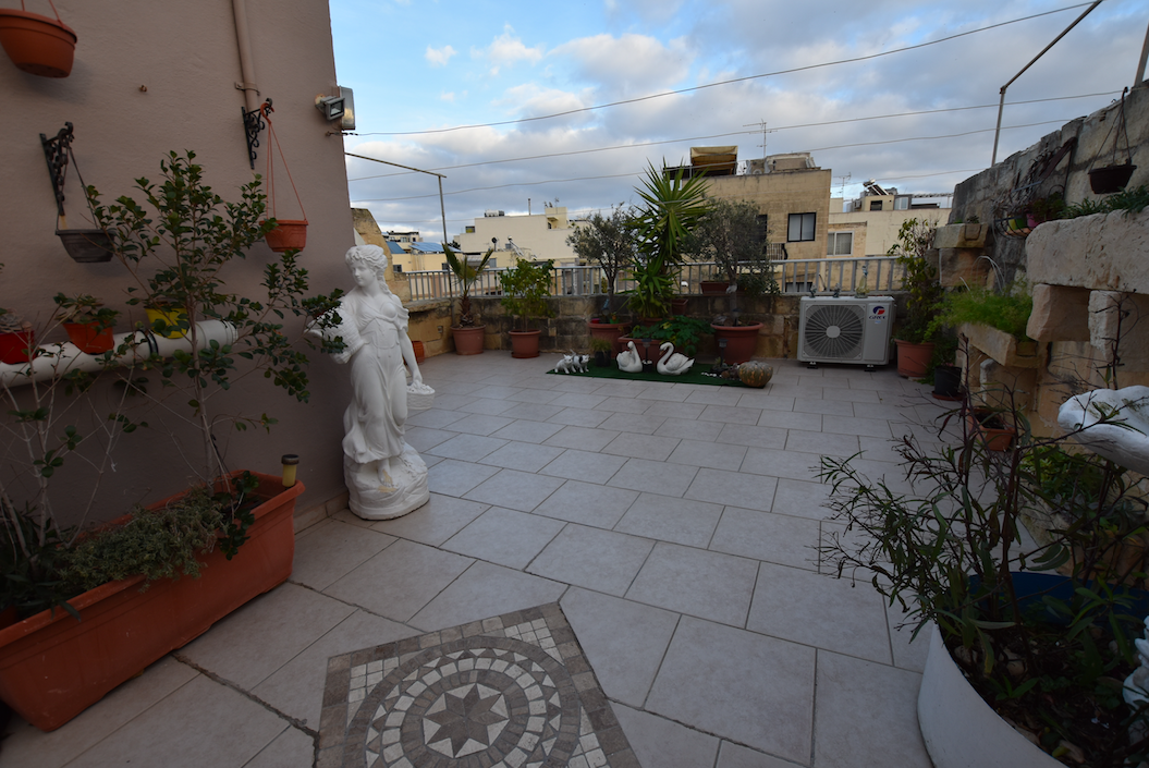 Naxxar – 1st floor maisonette with full roof