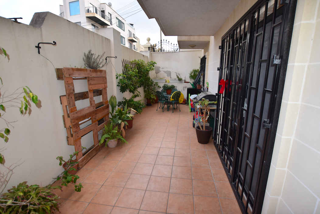 Mriehel – Apartment with yard