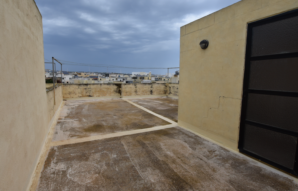 Attard – Large apartment with half ownership of roof